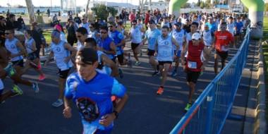 """Alrededor de 200 atletas dijeron presente en la nueva edición de la Corrida """"Héroes de Malvinas"""" en Madryn."""