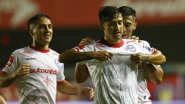 Argentinos Juniors se mide con Temperley en Cutral Có, por Copa Argentina.