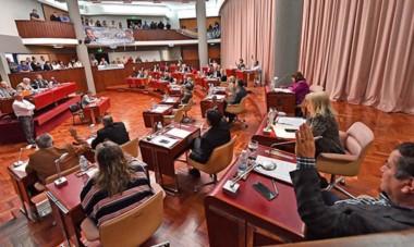 Votación clave. Con muchas críticas al jefe de gabinete Sergio mammarelli, el veto del gobernador Arcioni fue rechazado por el parlamento.