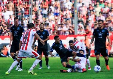 En un partido sin tantas diferencias en juego, el Santo tucumano pegó en los momentos justos.