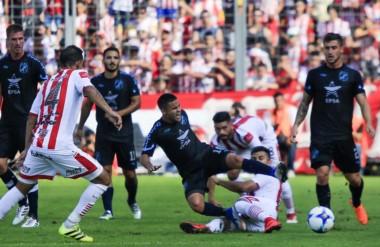 """Guillermo Brown fue vapuleado por el """"Santo"""". El próximo fin de semana se despide ante Almagro."""