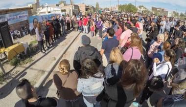 Alrededor de 200 personas durante la inauguración del nuevo local.