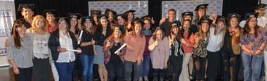"""Durante la ceremonia, 27 docentes de Comodoro Rivadavia, Sarmiento y Rada Tilly, recibieron los certificados de """"Actualización Académica en los nuevos desafíos de la Docencia""""."""