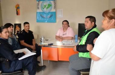 Cumbre. Una postal del encuentro de los vecinalistas con las fuerzas de seguridad en Trelew.
