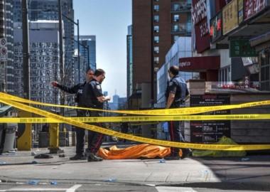 Otra vez una camioneta, otra vez el pánico. Esta vez en Canadá: la policía de Toronto confirmó que una camioneta trafic atropelló a decenas de personas.