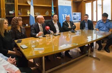 Acuerdo. Autoridades municipales, provinciales y nacionales estuvieron ayer en la Municipalidad de Trelew.