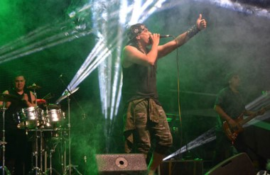 """Como espectáculo de cierre se presentará el grupo """"Los Dragones"""", banda de cumbia  madrynense."""