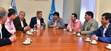 El gobernador Arcioni encabezó ayer la reunión con un grupo de intendentes de localidades del interior.