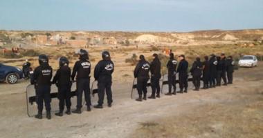 Vigilancia. La Policía se apostó en los terrenos fiscales para evitar que se los apropien los usurpadores.