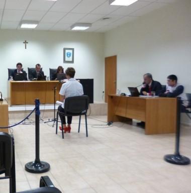 Momentos en que la perito declaraba ante el tribunal de juicio.