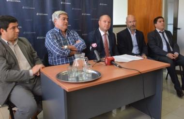 Desde la izquierda, Williams, Miquelarena, Nápoli, Rodríguez y el funcionario Gustavo Núñez.