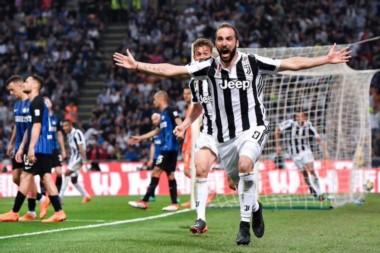 A falta de 3 minutos Juventus caía 2-1, pero con Cuadrado y complicidad de Barzagli y un tanto de cabeza de Higuaín, lo dio vuelta.