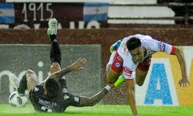 Bajo una intensa lluvia, Lanús y Argentinos Juniors igualaron sin goles.