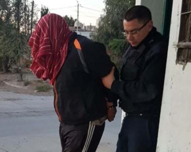 La Policía intervino en los domicilios con el fin de recapturar al sujeto.