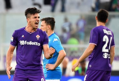 Fiorentina venció al Nápoli con un triplete de Simeone y le cortó la ilusión de ganar la liga.