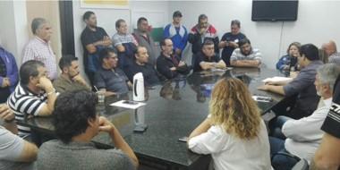 Debate. La conducción de la CGT se reunió con los concejales para que la actualización no prospere.