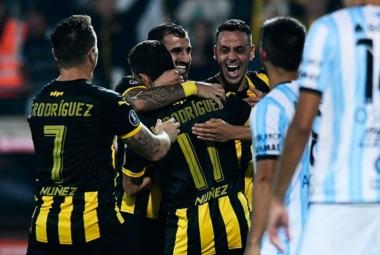 En Montevideo, la victoria fue de Peñarol por 3-1. Hoy juegan en Tucumán un partido decisivo.