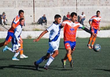 """En el sintético de Guillermo Brown, la """"Banda"""" y Moreno empataron 1 a 1. En el local, el árbitro Dos Santos expulsó a dos jugadores y al técnico."""