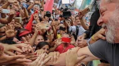 El apoyo popular al líder del PT abre un paréntesis de intriga sobre cómo puede derivar esta crisis.