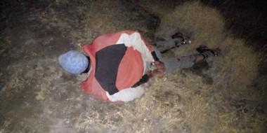 Detenido. El cuatrero manchado de sangre instantes después de ser sorprendido junto a su hija y esposa.