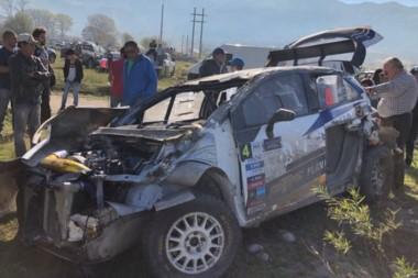 David Nalbandian sufrió un vuelco en Tafí Del Valle. Afortunadamente, tanto él como su copiloto están en buen estado de salud.