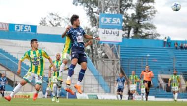 En un partido muy luchado, Aldosivi se llevó los tres puntos a Mar del Plata y es el puntero.