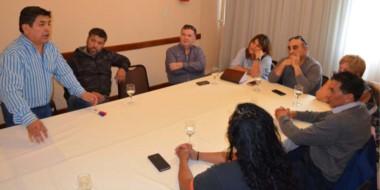 Instancias de la reunión en la que referentes le expresaron su apoyo al gobernador Mariano Arcioni.