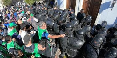 los legisladores quieren que el Ejecutivo explique como se armó el operativa de seguridad en la marcha.