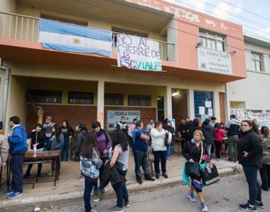 Actividad. En el Día del Trabajador, la comunidad educativa se manifestó de nuevo en la Escuela Vial.