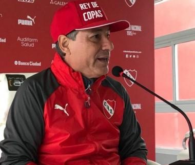 Ariel Holan le apuntó a la Superliga: