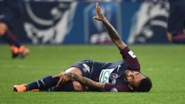 Momento de la lesión del defensor brasileño, que se queda sin Mundial.