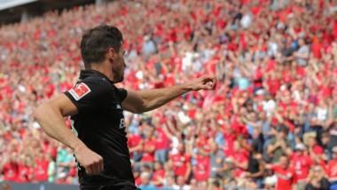 Con un doblete de Alario, Leverkusen derrotó 3-2 al Hannover y jugará la Europa League durante la próxima temporada.