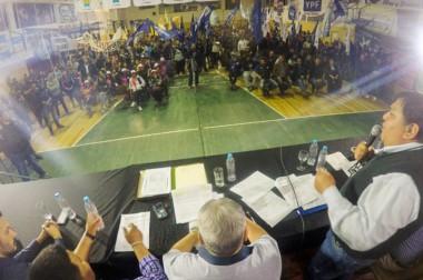 """Respaldo. Una postal del """"Loma"""" Ávila durante un nuevo y fuerte discurso en defensa de sus afiliados."""