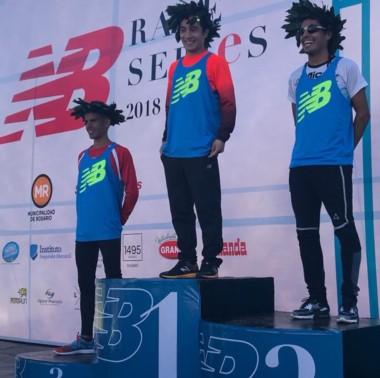 Los atletas chubutenses se quedaron con el primer y segundo puesto en los 15K New Balance en Rosario.