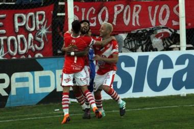 En el estadio Coloso del Ruca Quimey de Cultral Có, Maipú goleó a Chacarita.