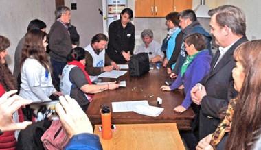 Horas después de la firma del acta se anunció el paro de los gremios.