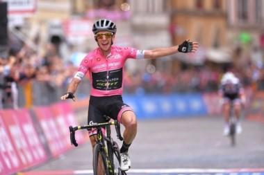 El ciclista británico Simon Yates, mallia rosa del Giro de Italia, afianzó su condición de líder.