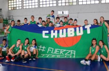 Fuerza Joaco. Los chicos y chicas del básquet mostraron su apoyo al joven basquetbolista madrynense.