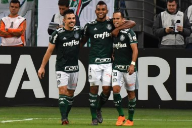 Con un hat-trick de Borja, Palmeiras derrotó 3-1 a un Junior desconcertado y quedó como mejor clasificado a los octavos de final de la Copa.