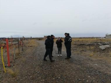 Policía realiza notificaciones en el lugar