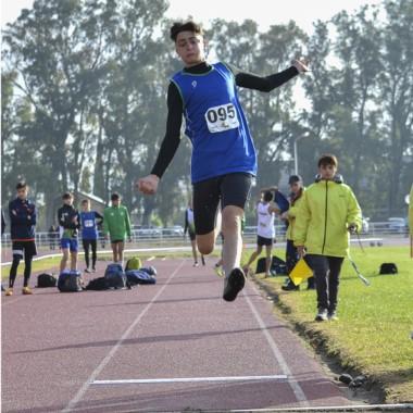 El atletismo chubutense continúa sumando medallas en Neuquén.