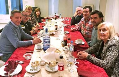 Comida. Después de algunos desencuentros, el gobernador reunió a los diputados del bloque oficialista.