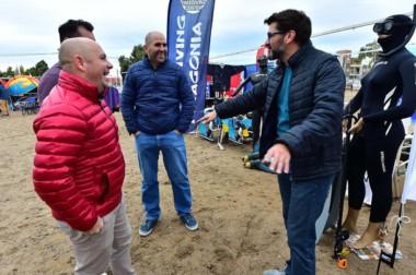 """El intendente de Puerto Madryn, Ricardo Sastre, visitó ayer la """"Expo Deportes"""" en el inicio del evento."""