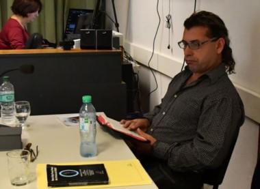 Mientras se desarrolló la audiencia, López leyó la Biblia