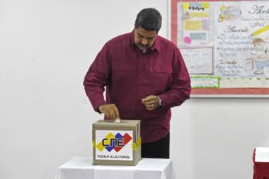 Reelección de Maduro se perfila tras apática elección en Venezuela.
