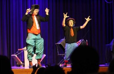 Alumnos de los grados superiores asistieron a la función especial del 6º  Festival de Teatro infantil.