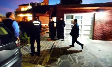 Pablo Das Neves arribando este martes al domicilio familiar en la calle Posadas.