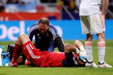 En el amistoso contra España, Romero había salido por una lesión.