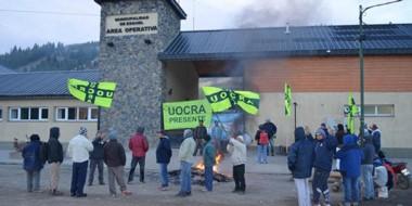 Insisten. Los gremialistas se siguen manifestando para exigir tener mayor ayuda del Estado provincial.