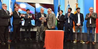 Trato hecho. Lombardi junto con Paz en el acuerdo para transmitir los partidos por la TV Pública de Chubut.